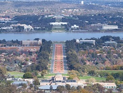 View from Mount Ainslie towards War Memorial, Anzac Parade und Parliament House